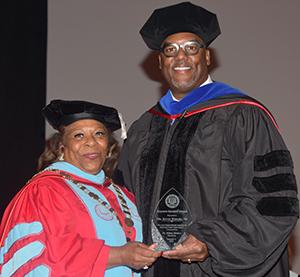 University President Wilma Mishoe presents alumnus Kevin Wright with the Keynote Speaker Award.