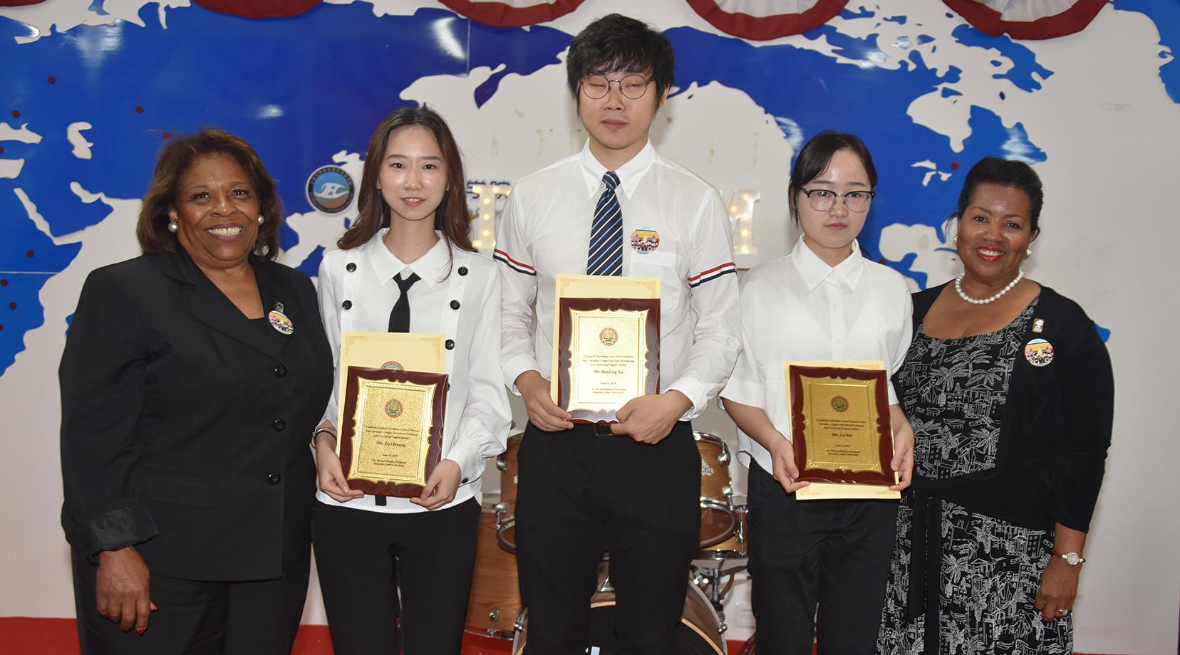 Joint Ningbo Univ. of Technology Accounting graduates celebrated